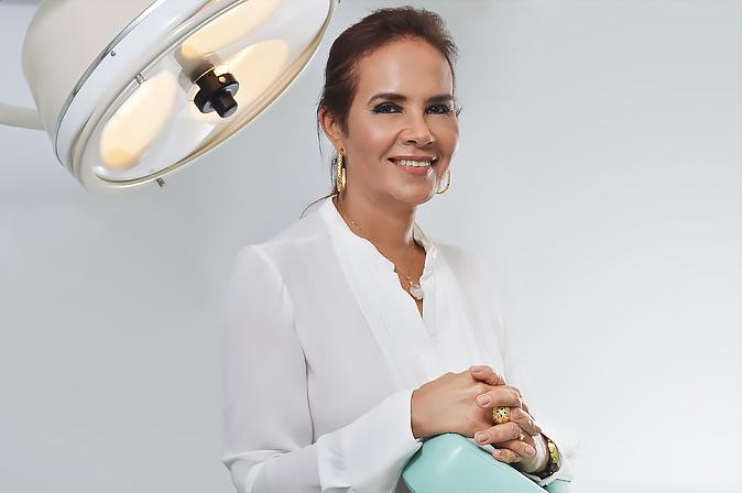 Dra. Cristina Gil de Menezes - Cirurgiã Plástica Especialista